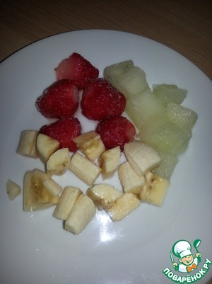 Banana cut into slices. Melon and strawberries defrost a bit, easier to chopped blender.