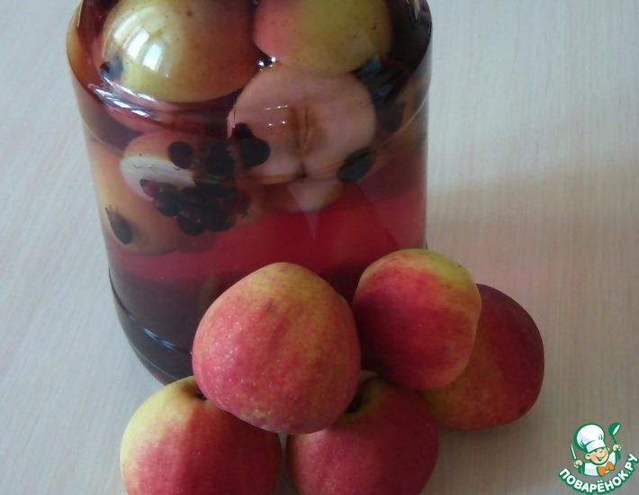 Рецепт: Яблочный компот со смородиной на зиму
