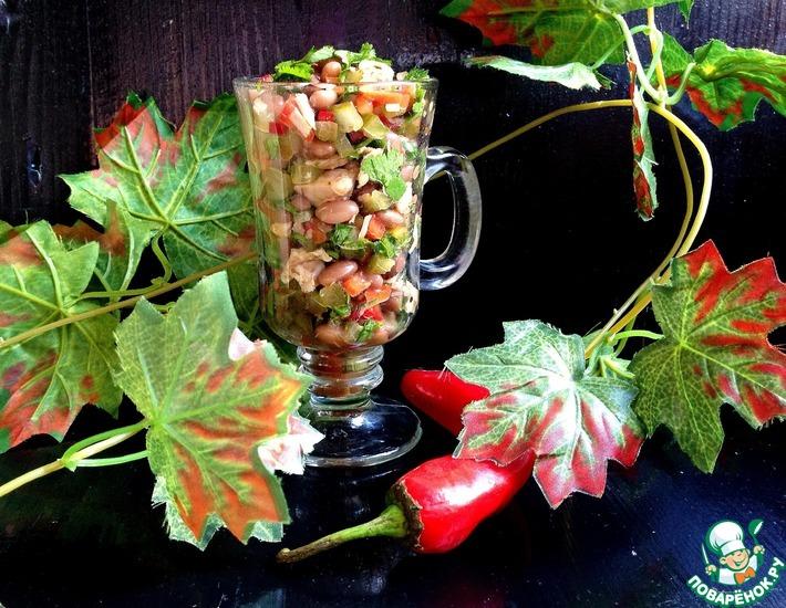 Рецепт: Куриный салат с фасолью Теплая осень