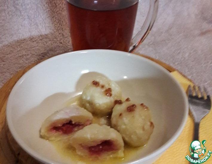 Рецепт: Творожные галушки с малиновой начинкой