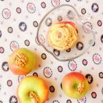Яблоки, фаршированные булочками Синнабон