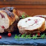 Рулет из свинины с тимьяном и брусникой