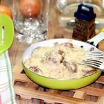 Куриная печень в соусе Морней