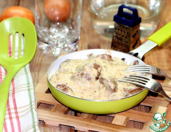 Рецепт: Куриная печень в соусе Морней