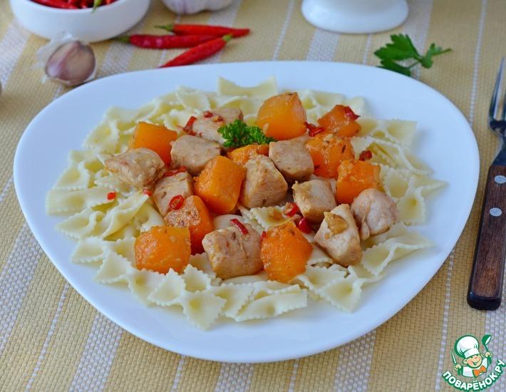 Рецепт: Фарфалле с тыквой и курицей