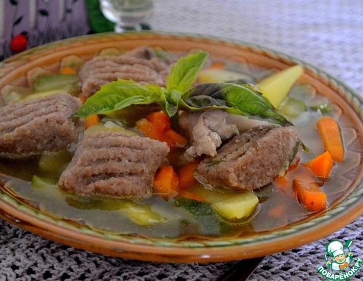 Рецепт: Овощной суп с курицей и клецками