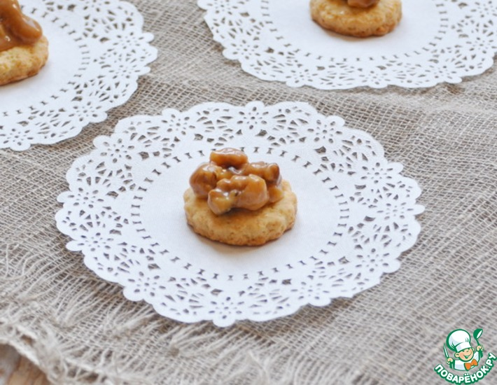 Рецепт: Печенье с орехами в карамели