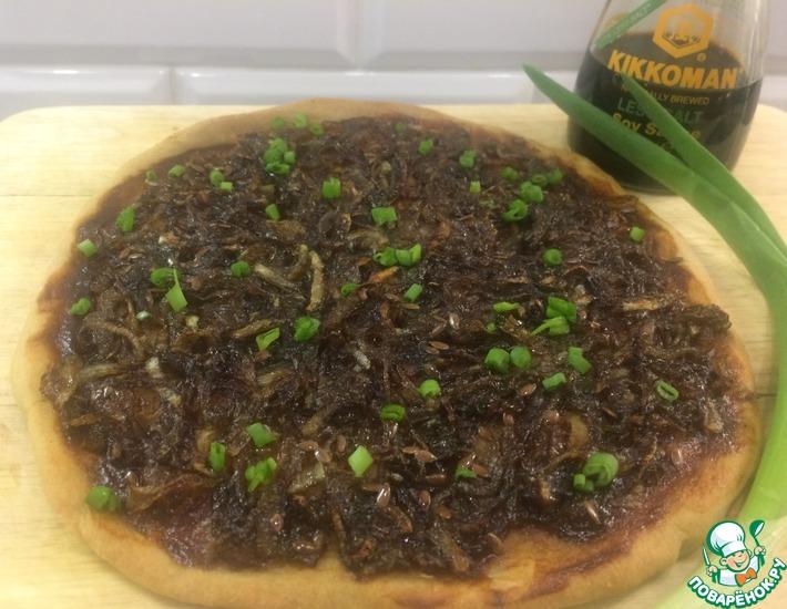 Рецепт: Постный пирог с карамелизованным луком