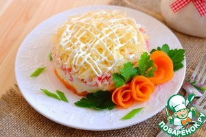The salad, sprinkle with grated cheese, easy to make mayonnaise mesh. Of the remaining pieces of boiled carrots, you can make roses to decorate the salad with sprigs of parsley, sprinkle with green onions.   Bon appetit!
