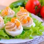 Яйца, фаршированные крабово-фасолевым кремом