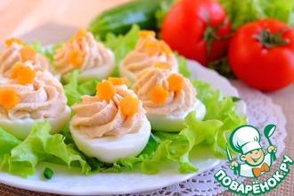 Рецепт: Яйца, фаршированные крабово-фасолевым кремом