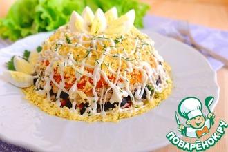 Рецепт: Салат с горбушей и крабовыми палочками
