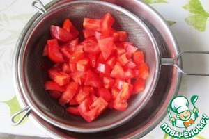 Dense, meaty tomatoes cut into cubes, put in a sieve, sprinkle with salt and leave for 10 minutes