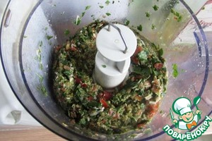 Grind the contents. Add the ricotta and olive oil, add a pinch of salt and again grind