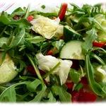 Айсберг салат с рукколой и огурцом