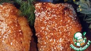 Контраст нежной рыбе создает хрустящая панировка, а дополнения в виде сыра, вяленого томата и креветок, только добавляют блюду шарма.