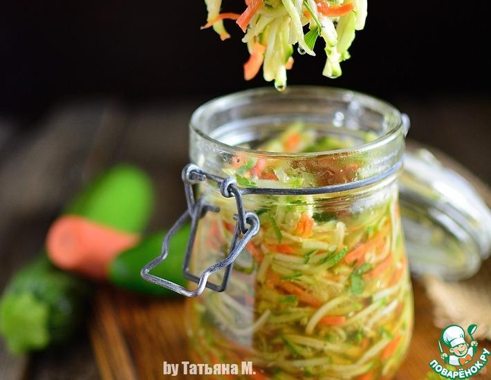 Рецепт: Маринованный салат из молодого кабачка