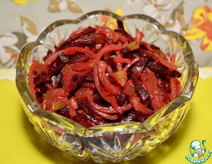 Рецепт: Салат из сырой свёклы с хреном