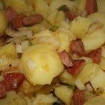 Картофель с фасолью и колбасками