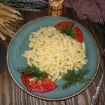 Макароны в луковом соусе с сыром