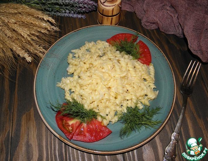 Рецепт: Макароны в луковом соусе с сыром
