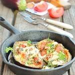 Баклажаны, фаршированные помидорами и брынзой
