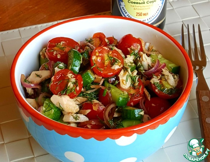 Рецепт: Зелёный салат с подкопчённым тунцом