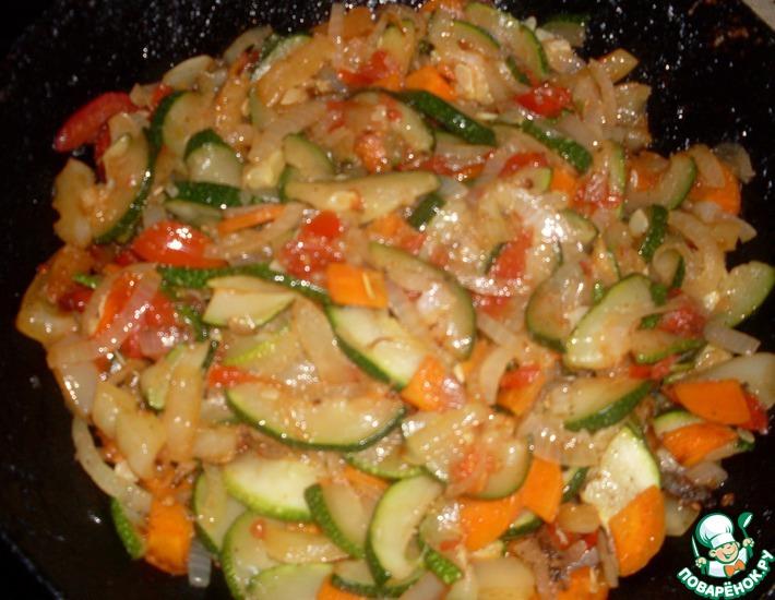 Рецепт: Кабачки с овощами Сытные