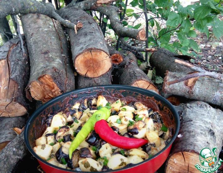 Рецепт: Картофель с баклажанами в соусе