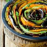 Пикантная роза из овощей
