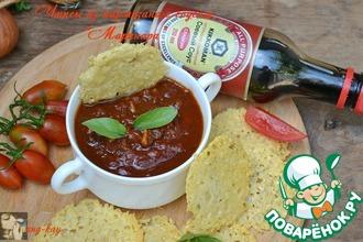 Рецепт: Чипсы из пармезана с соусом Маринара
