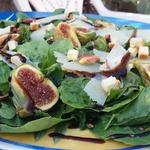 Салат с инжиром и сыром Пекорино