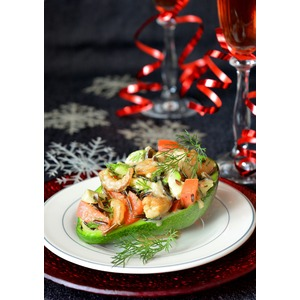 Салат с рисом, авокадо и морепродуктами