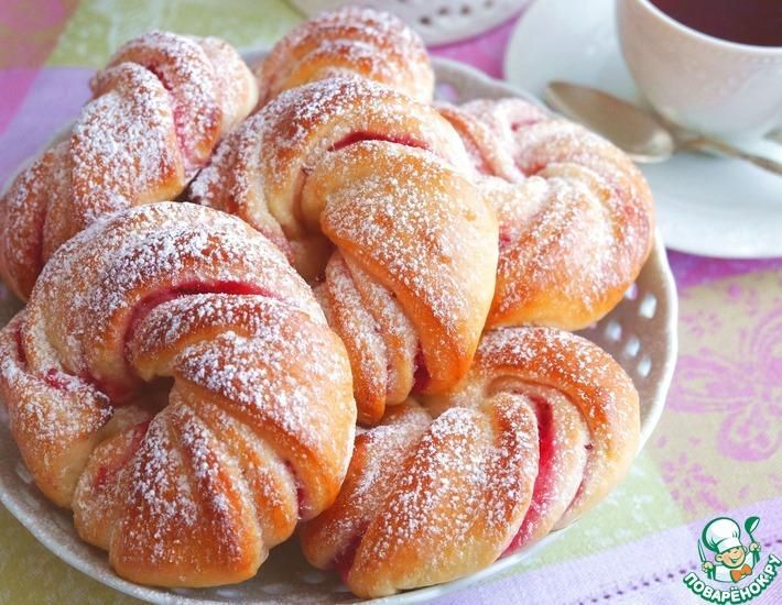 Рецепт: Домашние булочки с клюквенной начинкой
