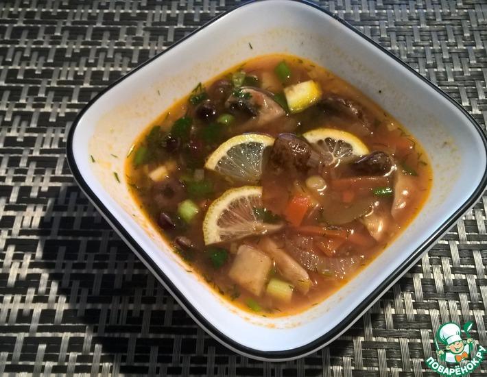 Рецепт: Солянка на курином бульоне с грибами