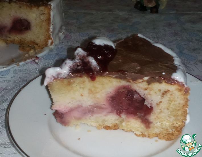 Рецепт: Песочно-бисквитный пирог с клубникой