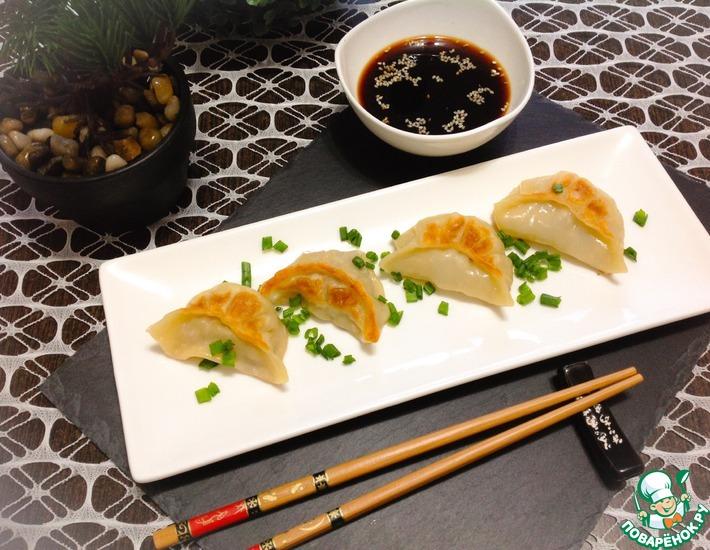 Рецепт: Гедза со свининой и пекинской капустой