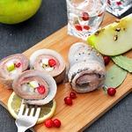 Рольмопс с яблоком и брусникой