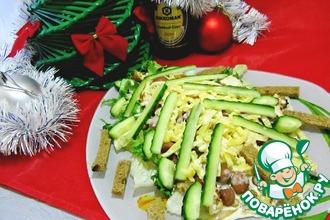 Рецепт: Новогодний салат с запеченной куриной грудкой