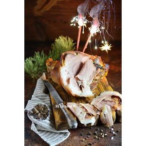 Томленая свиная рулька, грилованная в соусе
