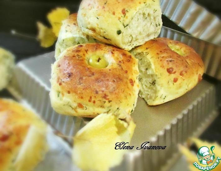 Рецепт: Сырные булочки с укропом и оливками