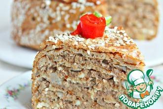Рецепт: Блинно-мясной торт с соусом Бешамель