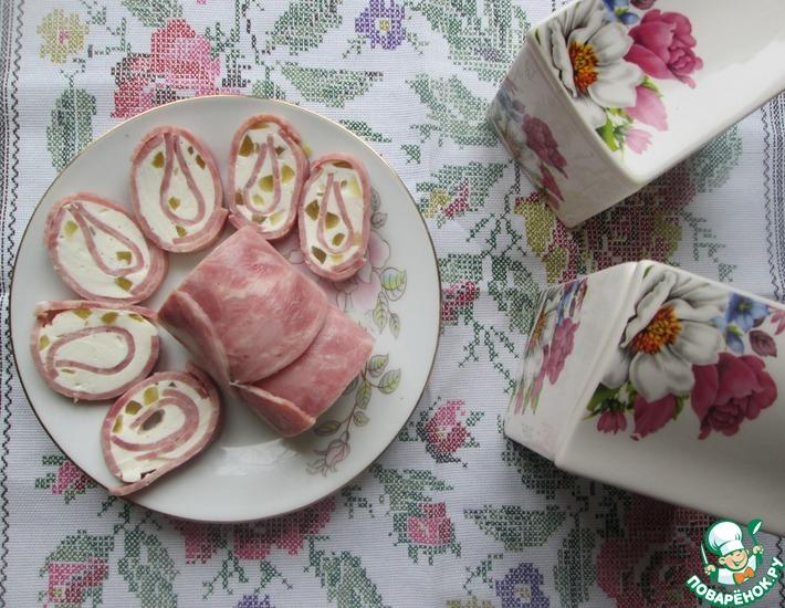 Рецепт: Рулет из ветчины с сыром и огурцами