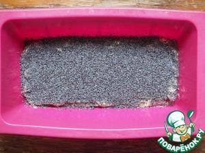 Sprinkle with poppy seeds (1.5 tbsp).