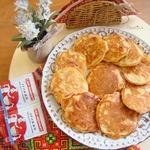 Картофельно-луковые оладьи с сосисками
