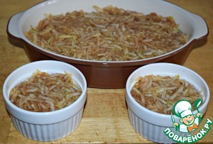 For stuffing to put the layer of apples. (apples gently squeeze)