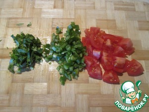 Bell pepper and chili pepper to clear of seeds and partitions, cut into small cubes. Cilantro chop.