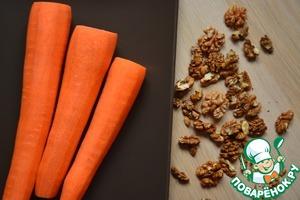 Scrape the carrots. To prepare the walnuts.