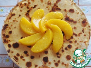After hardening of the jelly, gently remove the form, if necessary, crop the edges of the pancakes. Decorate with sliced peaches.