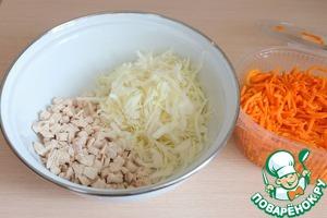 По рецепту в салате использована морковь по-корейски. Можно приготовить самим, а можно купить готовую в супермаркете. В данном салате я использовала готовую морковь по-корейски.
